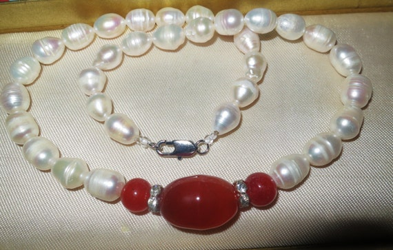 Lovely new genuine cultured freshwater white baroque pearl & red agate necklace