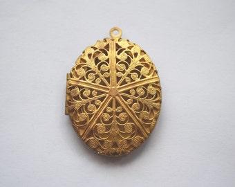 Victorian motif medium brass locket