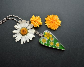 Green heart Pendant Real Daisy Necklace Resin Flowers Floral Necklace Dried flowers Eco Jewelry Gifts for her Heart Pendant Real Daisy