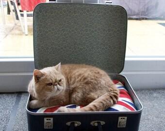 BA Vintage Suitcase Cat Bed