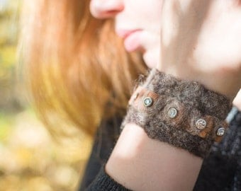 Felt bracelet with incorporated leather and rhinestone/gift ideas/felted jewelry/unique bracelet/eco-friendly gift