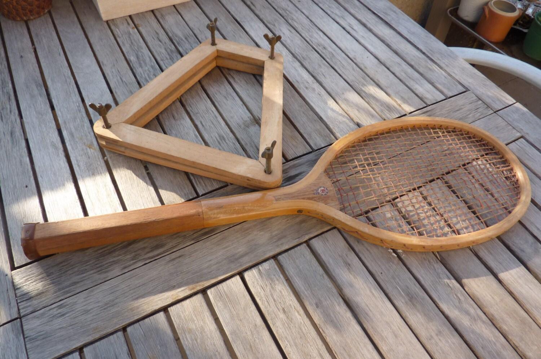 raquette de tennis ancienne en bois avec par frenchcancanvintage. Black Bedroom Furniture Sets. Home Design Ideas