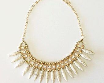 NAILAH Rhinestone Necklace in Ivory