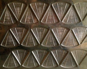 Vintage Ringers metal CHOCOLATE candy MOLD Mould FOLK art shabby chic