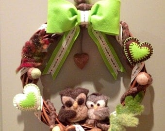 Garland owls in carded wool