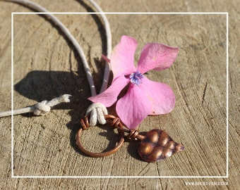 Leaf pendant with double-knot ring