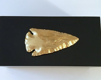 Black Lacquer Box Adorned with Gold Arrowhead