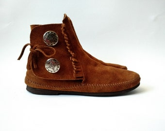 Vintage MINNETONKA Boots/Brown Suede Moccasin Ankle Boots/Hard Sole and Metal Conchos/Size 6 Women