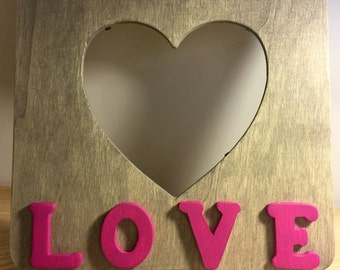 """Wooden Picture Frame Heart - Pink """"LOVE"""""""