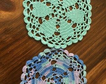 Coasters/hearts in doilies