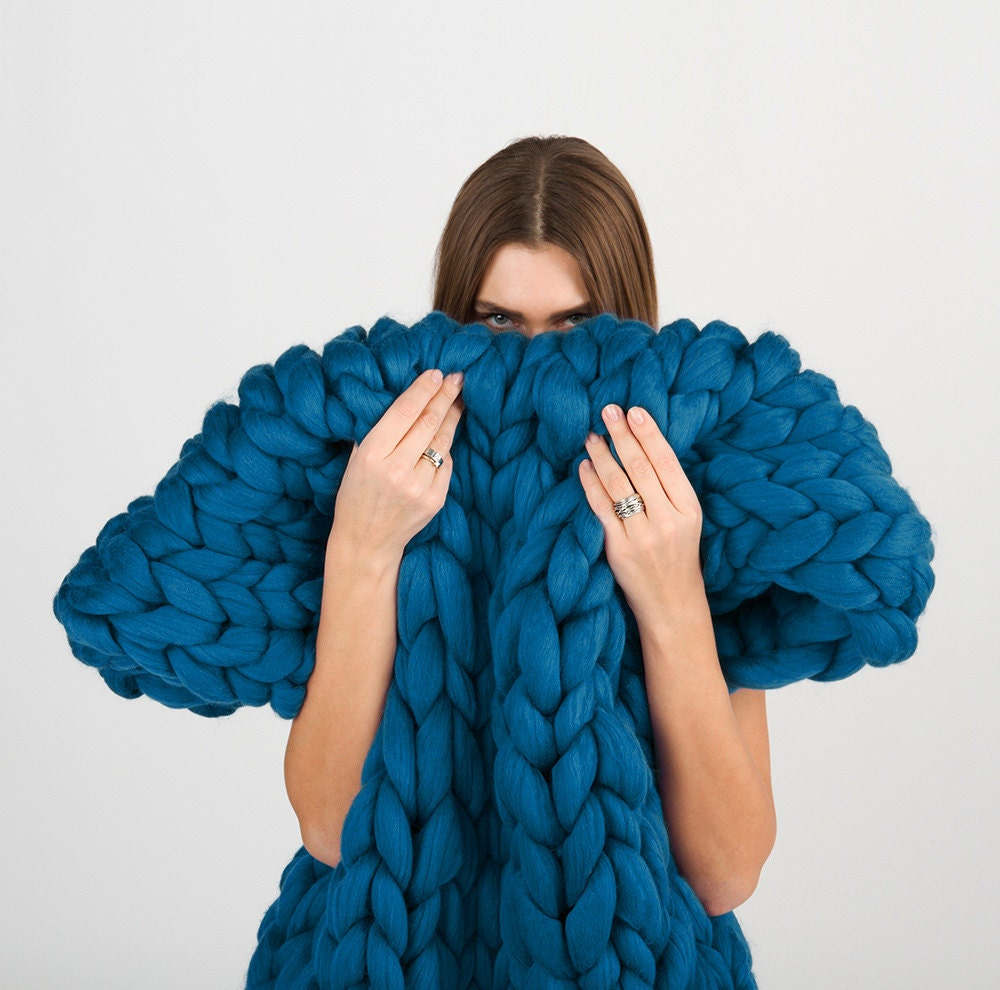 riesige gestrickte merino wolldecke extreme knitting decke. Black Bedroom Furniture Sets. Home Design Ideas