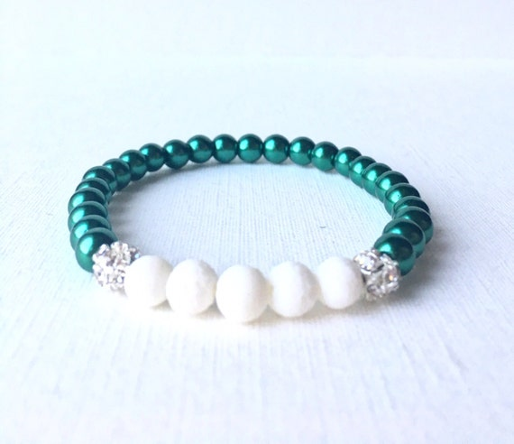 Essential Oil Diffuser Bracelet - holiday bracelet - green glass pearl beads and white diffuser beads stretch bracelet