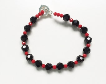 Faceted black and red toggle bracelet