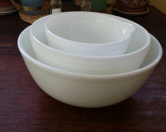 3 Pyrex Milk White Nesting Bowls.