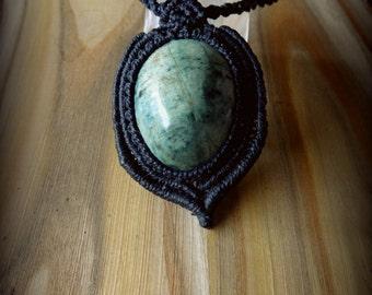 Fuchsite Macrame pendant, Fuchsite Macrame necklace, macrame gemstone pendant
