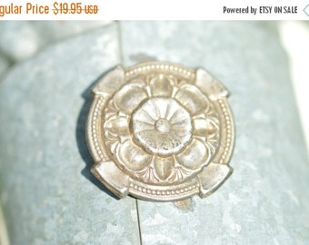 1 Day Sale Vintage Circular Flower Pin / Brooch Sterling Silver 4.6g Vintage Estate