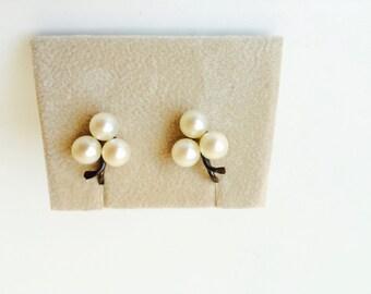 Vintage Pearl Cluster Earrings 14K Post/Bridal Jewelry/Pearls/Vintage Pearls