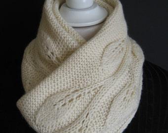 """scarf """"Leaves"""" white broken"""