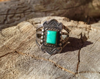 Very Unique Vintage Native American Sterling Silver and Turquoise Ring