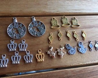 22 Alice In Wonderland Theme Charm Set! Gold/Silver/Light Pink Gold Mixed Style 4