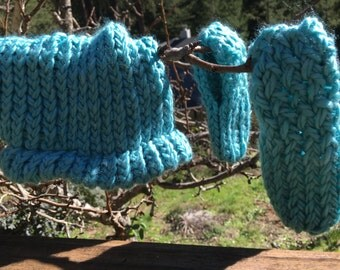 Turquoise Blue Knit Baby/Toddler Hat and Booties