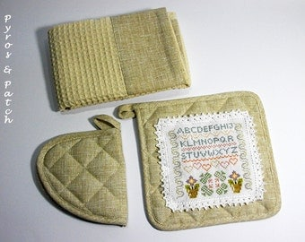 Kitchen set dishcloth and potholders embroidery cross stitch - Set da cucina strofinaccio più due presine, una ricamata a punto croce