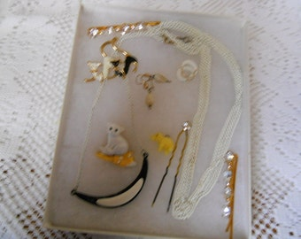 Vintage Jewelry Lot Necklace Pins Earrings #299