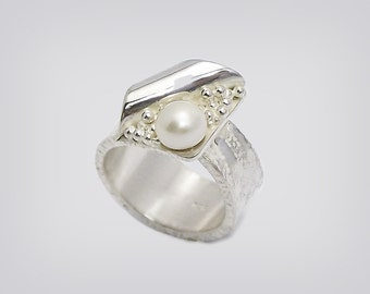 "925 Silver ring with Pearl ""Venus"""