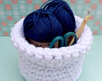 Crochet basket - white