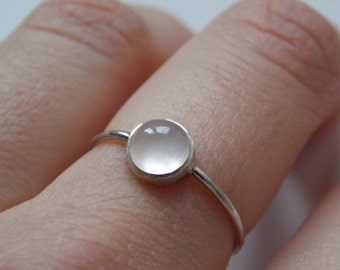 Very fine Silver ring with round rose quartz stone for woman