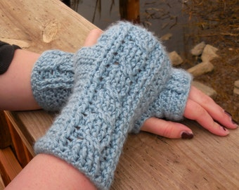 Cabled Wrist Warmer