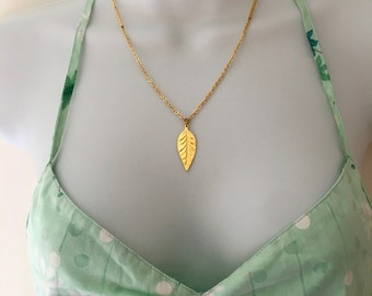 Necklace gold plated its pendant leaf