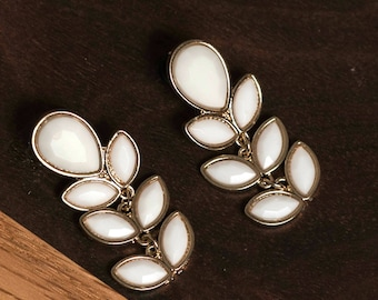 White and Gold Tear Drop Dangle Gauge Plugs size 4 (5mm) or 6 (4mm)
