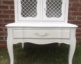 Vintage Romantic French Provincial End Table / Nightstand