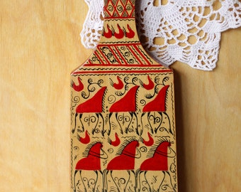 Wooden Cutting Board. Traditional painting of the Russian North – Mezen painting.