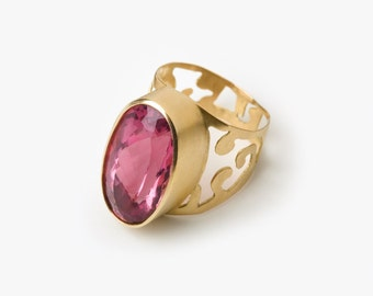 18 Kt Brushed Gold & Pink Tourmaline Ring