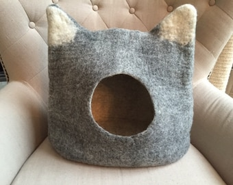 Felted Eco-Friendly Cat Bed / Cat Cave
