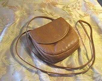 Tan leather handbag shoulder bag made in India vintage 80's.