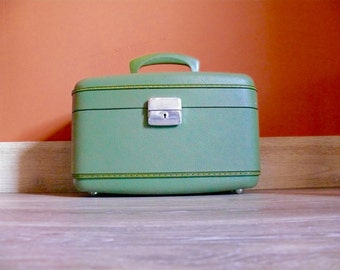 Green Jet Flite Train Case, Travel Makeup Carry Case, Overnight Case, Wedding Card Case, Mid Century Luggage