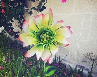 Metal Garden Stake, Metal Flower Yard Decoration, Metal Garden Art - Hellebore Flower