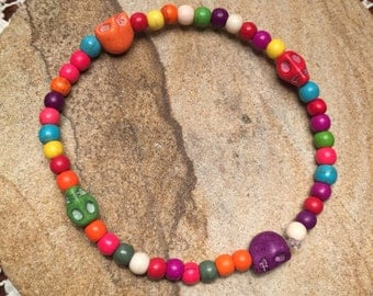 Multicolored bracelet with skulls