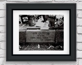 IAN CURTIS, joy division, joy division photo, ian curtis photo, bw photography, love will tear us apart, gravemarker, manchester, england