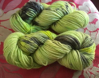 Hand Dyed Worsted weight 100g Skein, 100% Merino wool, 170m Lime Green bade with fluro green and black grey speckled Yarn