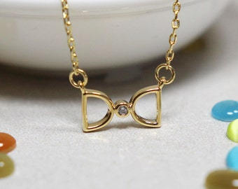 Simple Bow Necklace in Gold