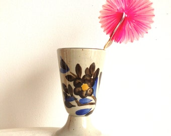 Tasse en grès, motifs fleuris / Vintage cup with flowers