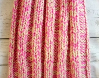 Knitted hat spokes women pink.