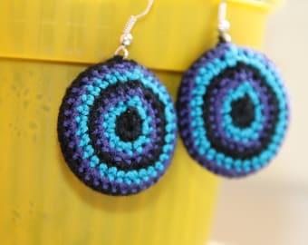 crochet blue black round earrings