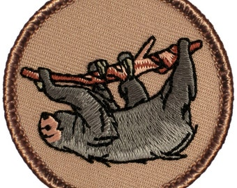 """2"""" Diameter Embroidered Sloth Patch (664)"""