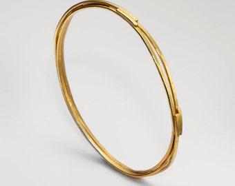 Gold Narrow Coil Bangle