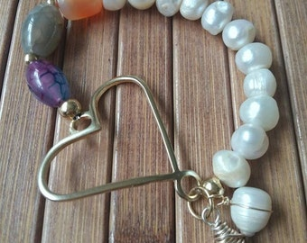 Pearl bracelet with agate and heart pendant